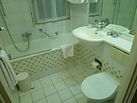 Swisshotel_bathroom_2